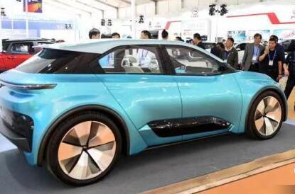 国际锂电新能源(汽车)产业展览会开幕 签约超百亿元
